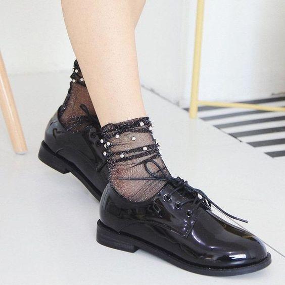 Scarpe stringate donna: la comodità in 10 outfit